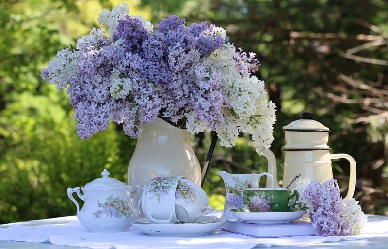 arranjo de flores em jarra