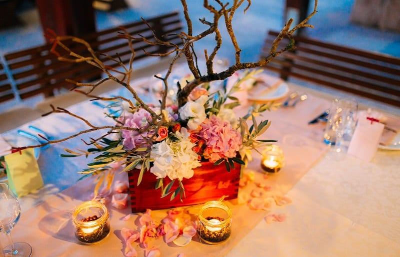 velas e flores mesa posta